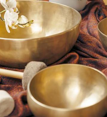 Mese del massaggio sonoro con campane tibetane